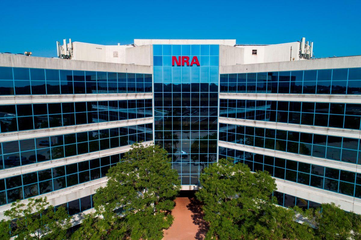 La Asociación Nacional del Rifle (NRA) se declara en bancarrota y huye de Nueva York