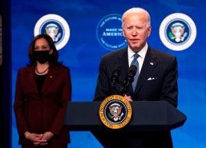 Biden apoya la ley Jones con una orden con la que protege a la industria nacional