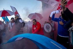 VIDEO: Le roban el móvil en plena transmisión a un reportero que cubría una nota de River Plate