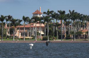 En abril le dirán a Trump si puede vivir en su club Mar-a-Lago de Florida