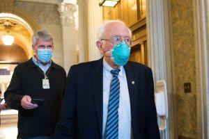 La razón electoral por la que el senador Bernie Sanders insiste en el cheque de $2,000