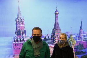 Detienen a líder opositor ruso al aterrizar en Moscú, cinco meses después de su envenenamiento