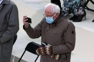 Bernie Sanders defiende su vestimenta en la investidura de Joe Biden