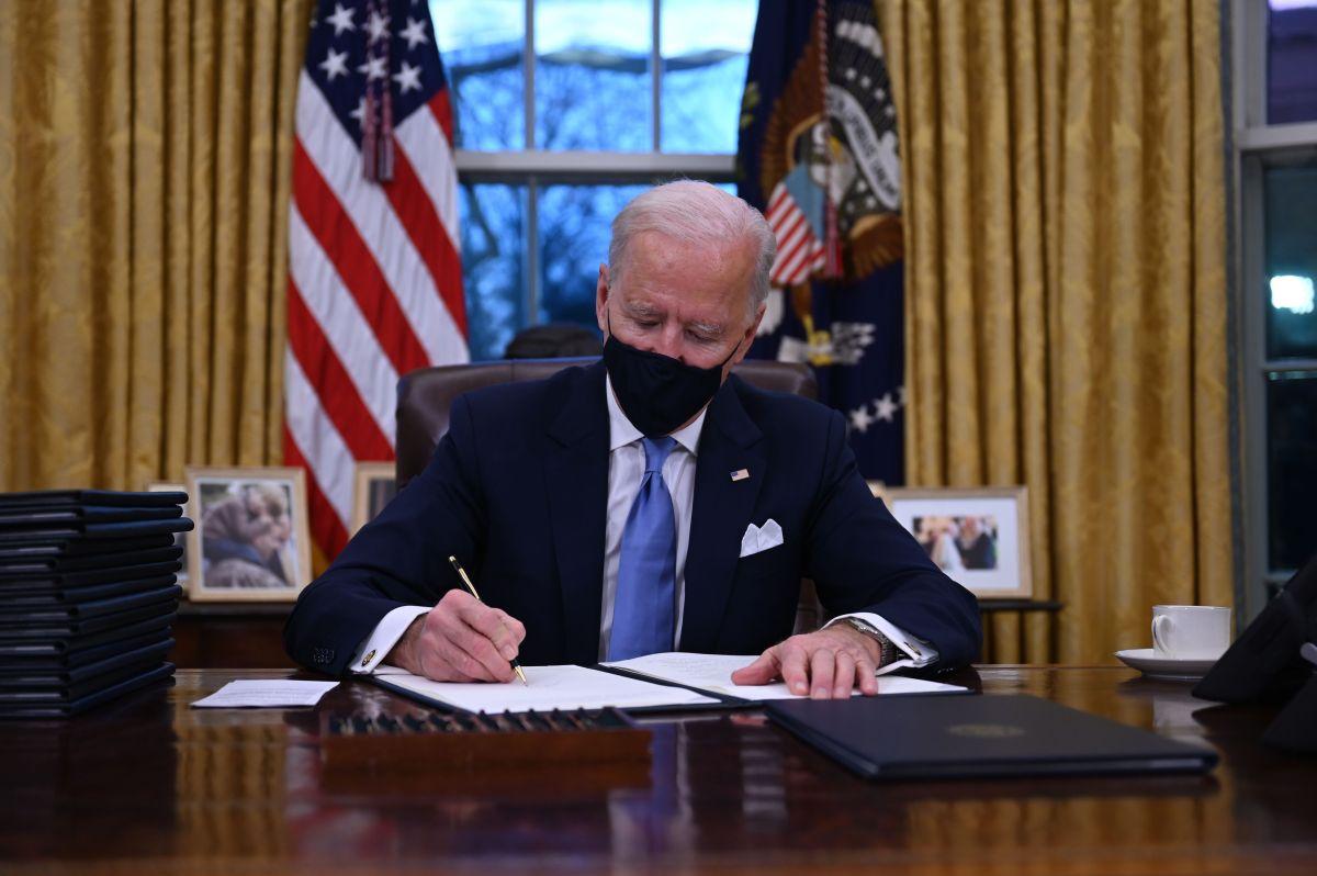 Biden ordena detener la construcción del muro de Trump en la frontera