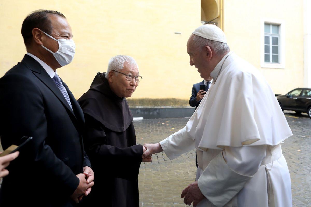 Murió el médico personal del Papa Francisco por COVID-19