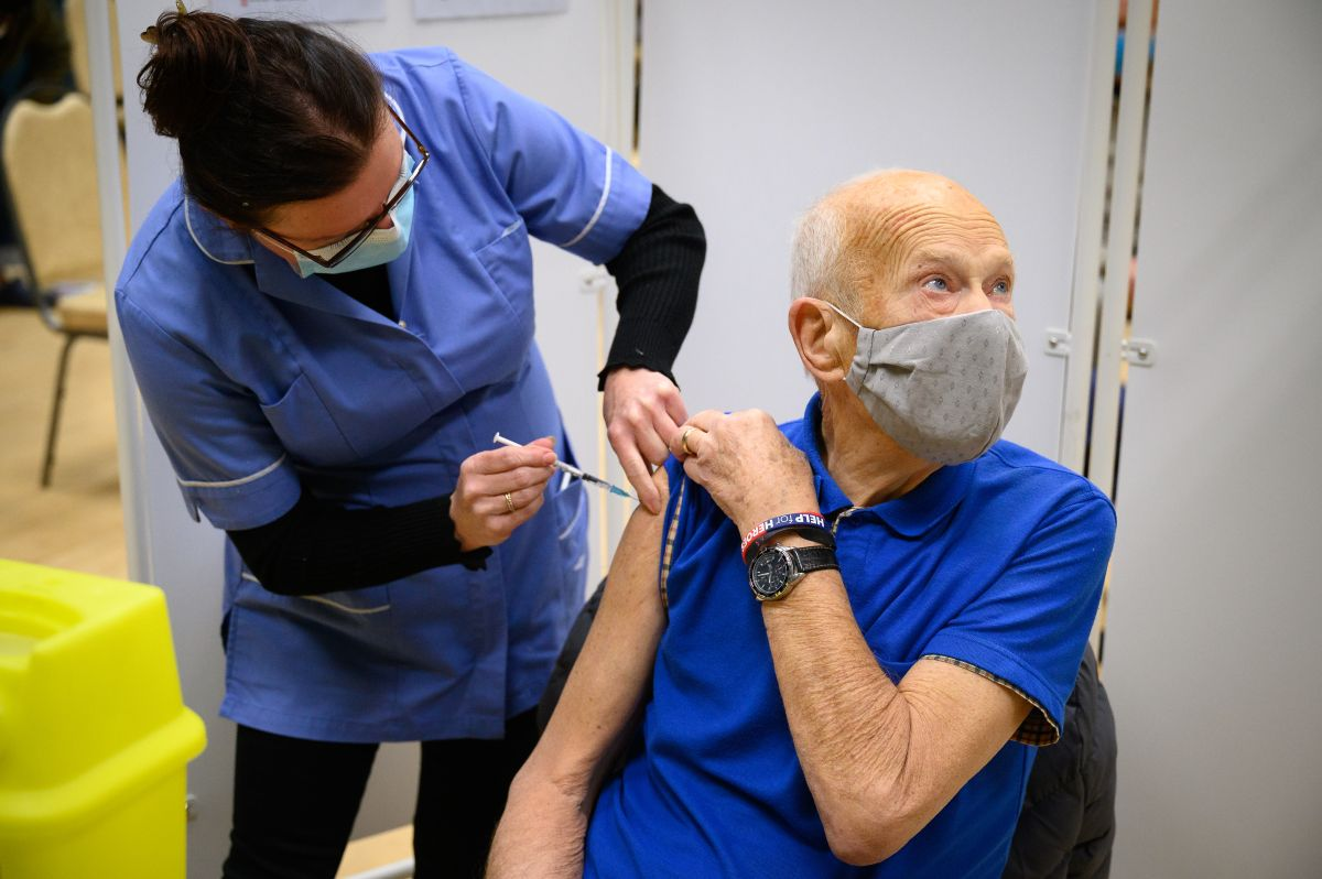Incluyen a mayores de 65 años de California en lista prioritaria de vacunación del coronavirus
