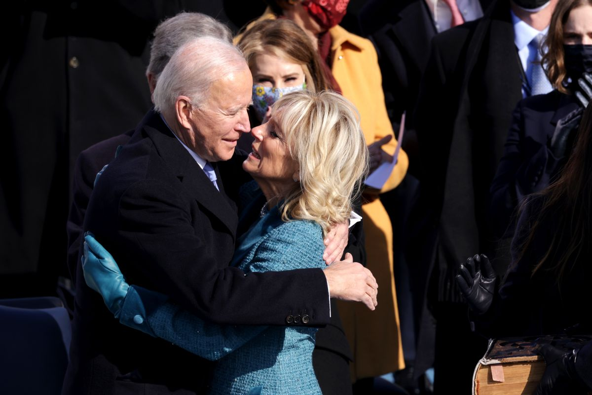 Los cariñitos a Joe Biden de su esposa Jill durante ceremonia de inauguración