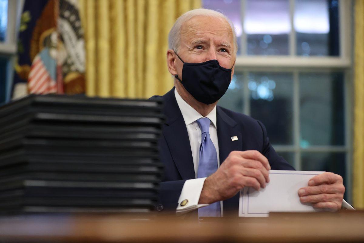 Administración Biden avanza en plan de tercer cheque de estímulo con senadores de ambos partidos