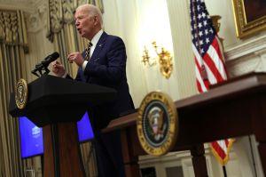 Biden dispuesto a negociar quién recibiría tercer cheque de estímulo de $1,400