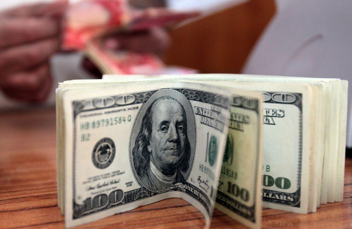 Legisladores proponen dar cheques de estímulo de $2,000 cada mes hasta que termine la pandemia