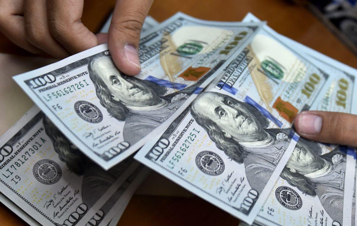 Algunos demócratas analizan la posibilidad de realizar pagos recurrentes en lugar de un solo depósito del cheque de estímulo