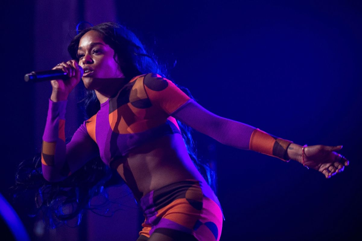 Why does Azealia Banks keep a six-year-old girl's skull at home?