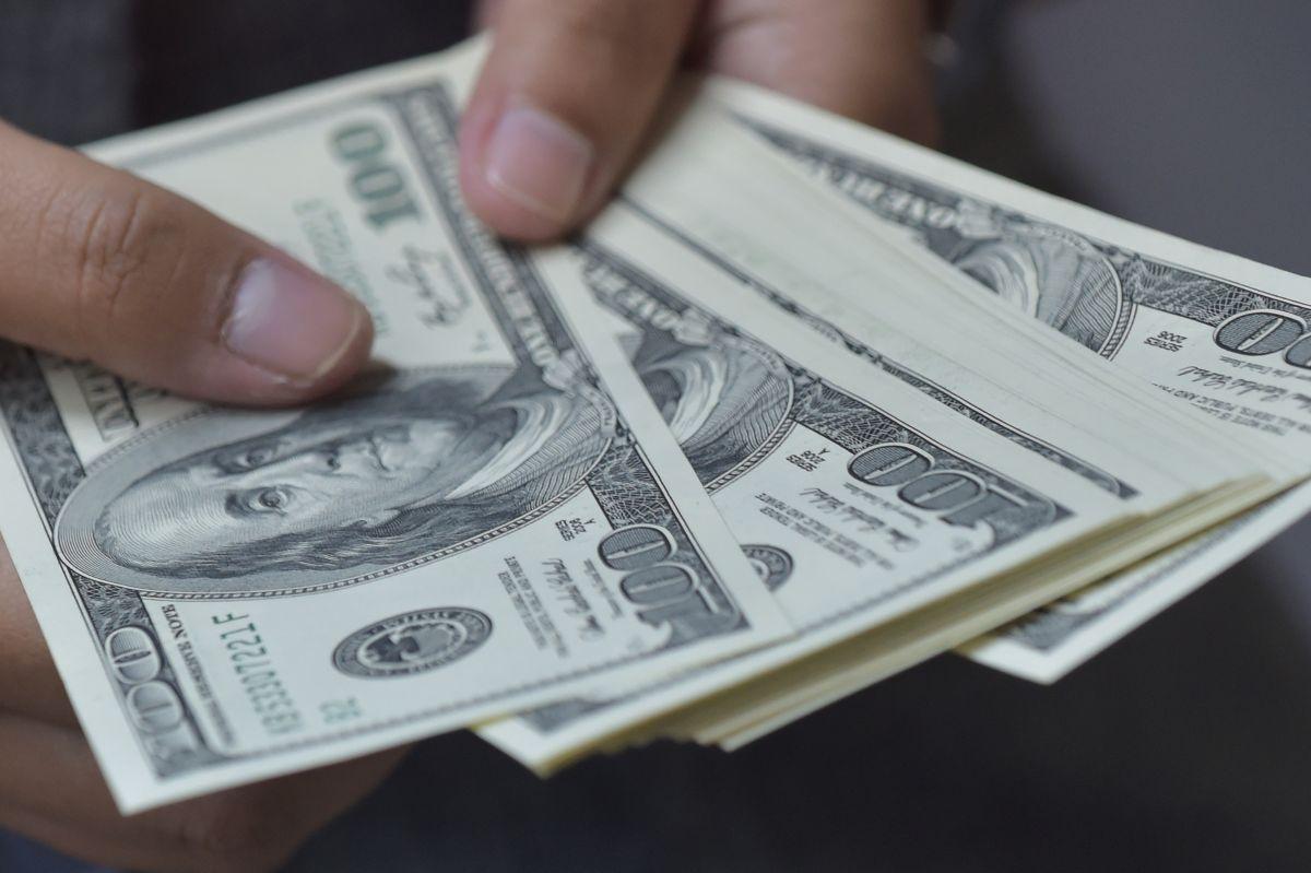 Por qué eliminar el cheque de estímulo para alguien que gane más de $75,000 dólares anuales podría ayudar a la economía de Estados Unidos