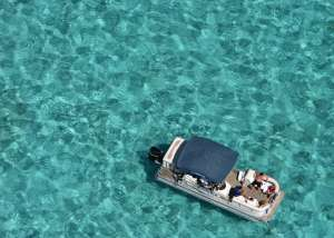 Joven de EE.UU. se fue de vacaciones a las Islas Caimán y terminó 32 días en la cárcel por incumplir cuarentena contra el coronavirus