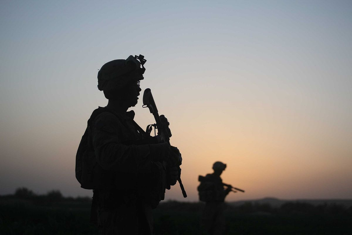 Biden retira prohibición de Trump para que transgénero sirvan en el Ejército