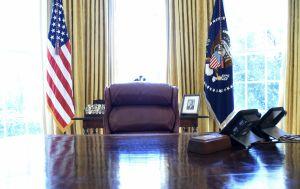 Retiran el botón rojo con el que Trump pedía Coca-Cola desde su escritorio