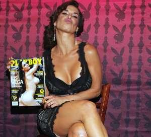 Lis Vega vuelve a desatar bajas pasiones posando con dos diminutos bikinis