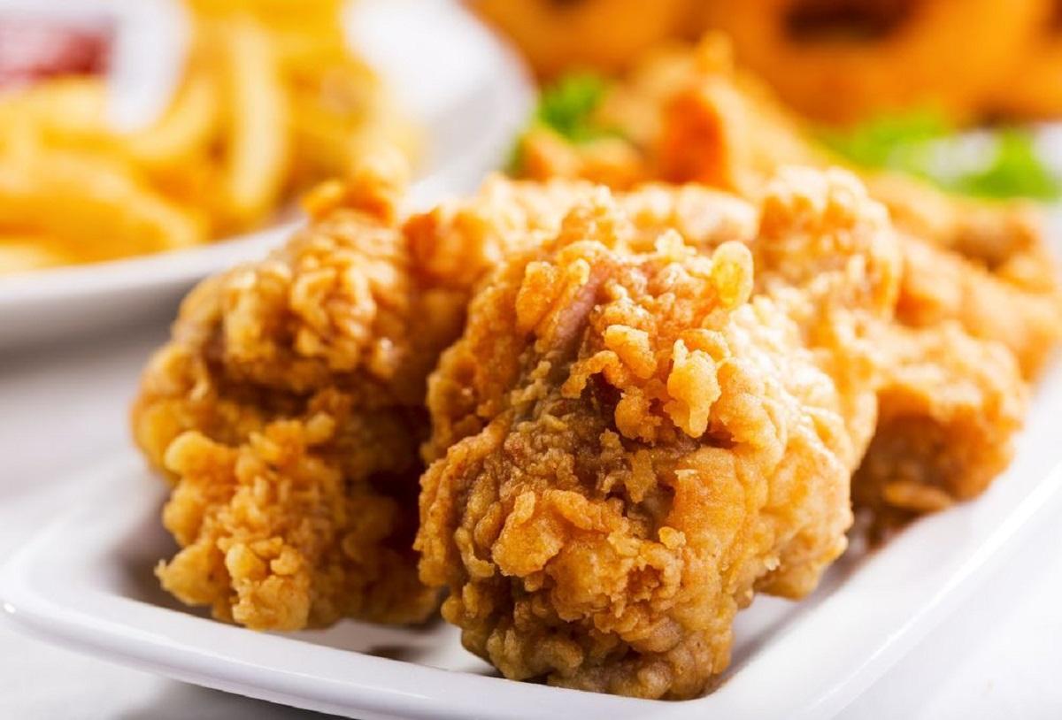 Comer pollo frito con frecuencia aumenta las probabilidades de morir prematuramente por cualquier causa.