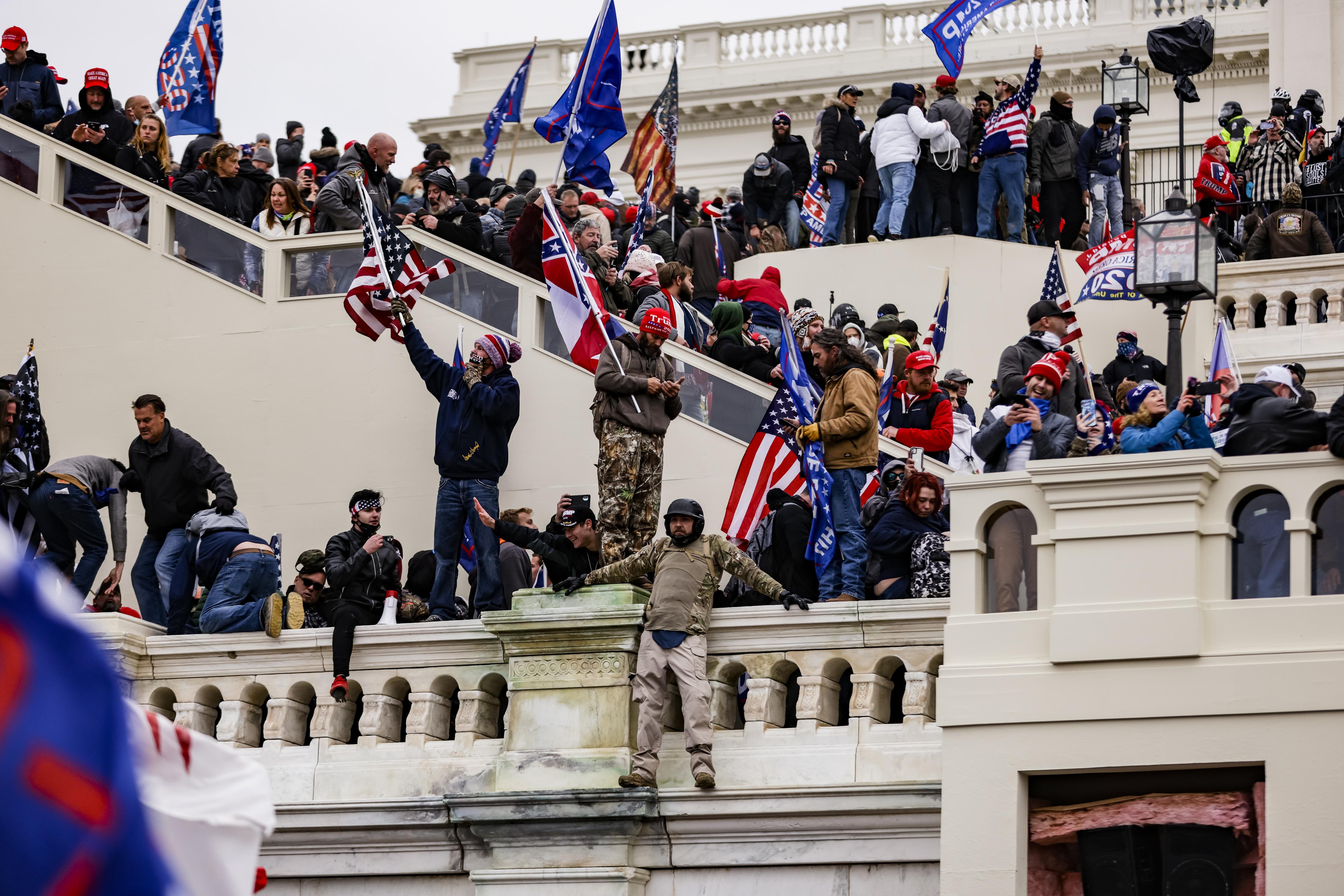 Senado absolvió a Trump por disturbios mortales en El Capitolio