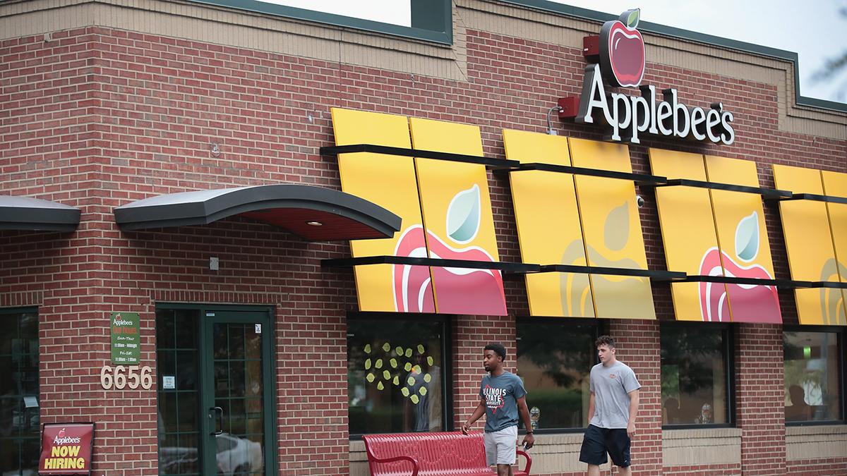 Además de las alitas gratis, Applebee's hará entregas a domicilio sin costo extra.