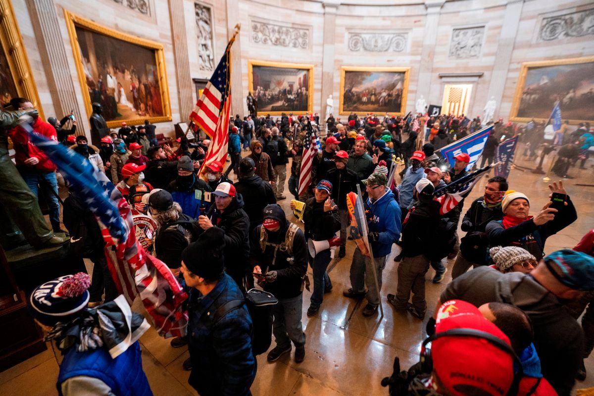 Los manifestantes lograron ingresar a ambas cámaras.