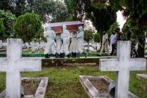 Sufre la pérdida de 16 familiares que murieron de coronavirus; se contagiaron en un funeral