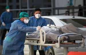 Abandonan a anciano en la calle tras enfermarse de coronavirus