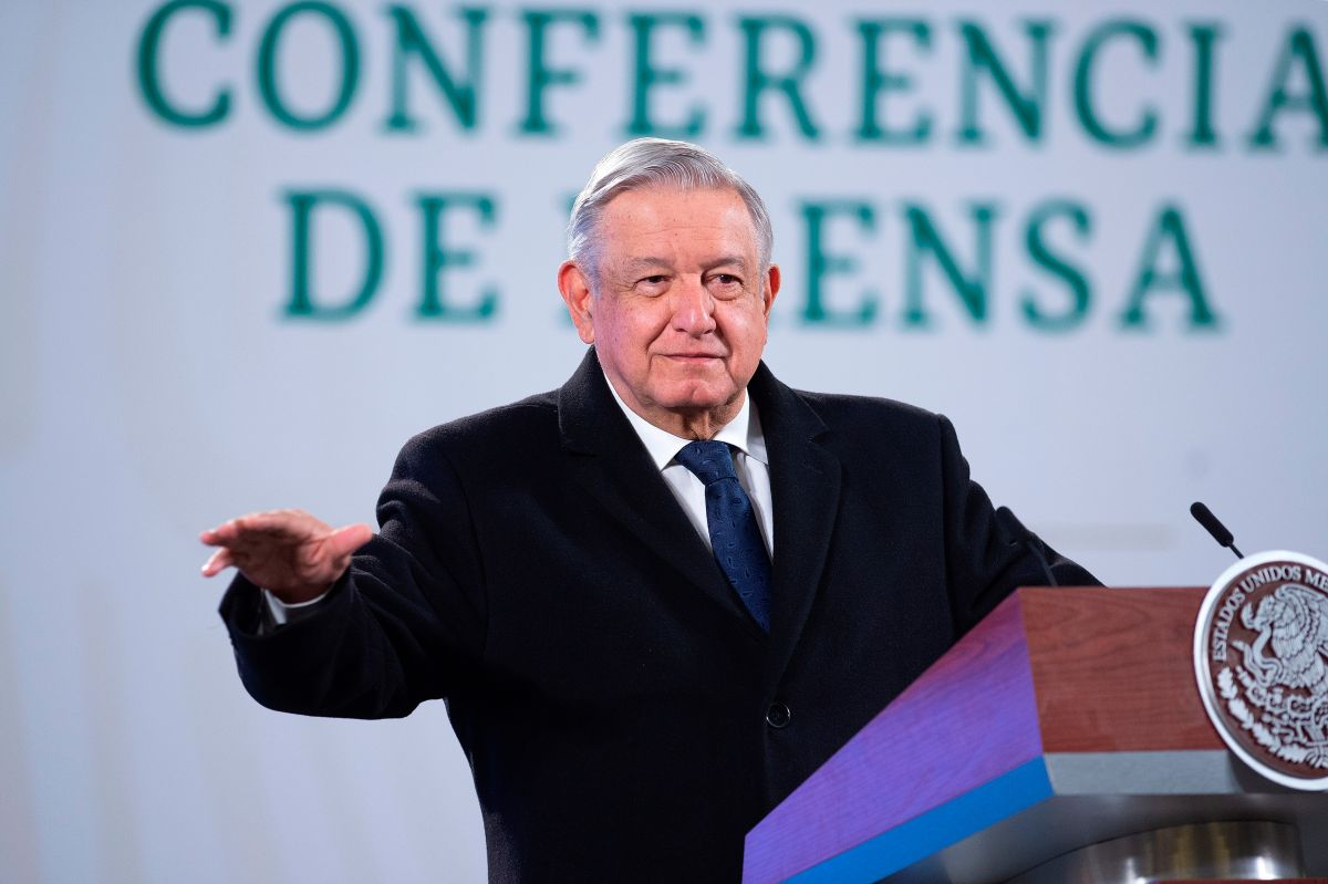 """López Obrador tacha de """"prepotente y arrogante"""" a Mark Zuckerberg por censura a Trump"""
