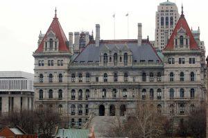 Legisladores preparan leyes para acabar con el acoso sexual en Albany