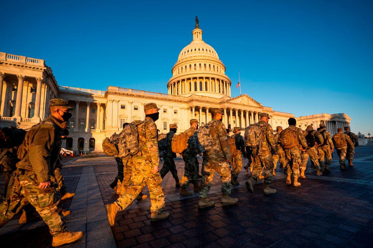 Arrestan a un hombre con armas y municiones cerca del Capitolio en Washington D.C.
