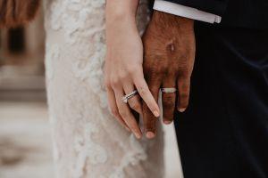 Tribunal en China anula matrimonio porque hombre ocultó a su pareja que tenía SIDA