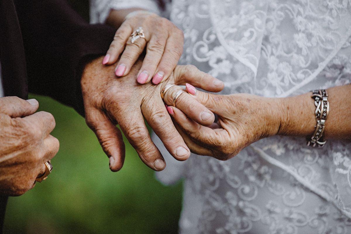 Fueron novios en la secundaria; 70 años después se reencuentran y decidieron casarse