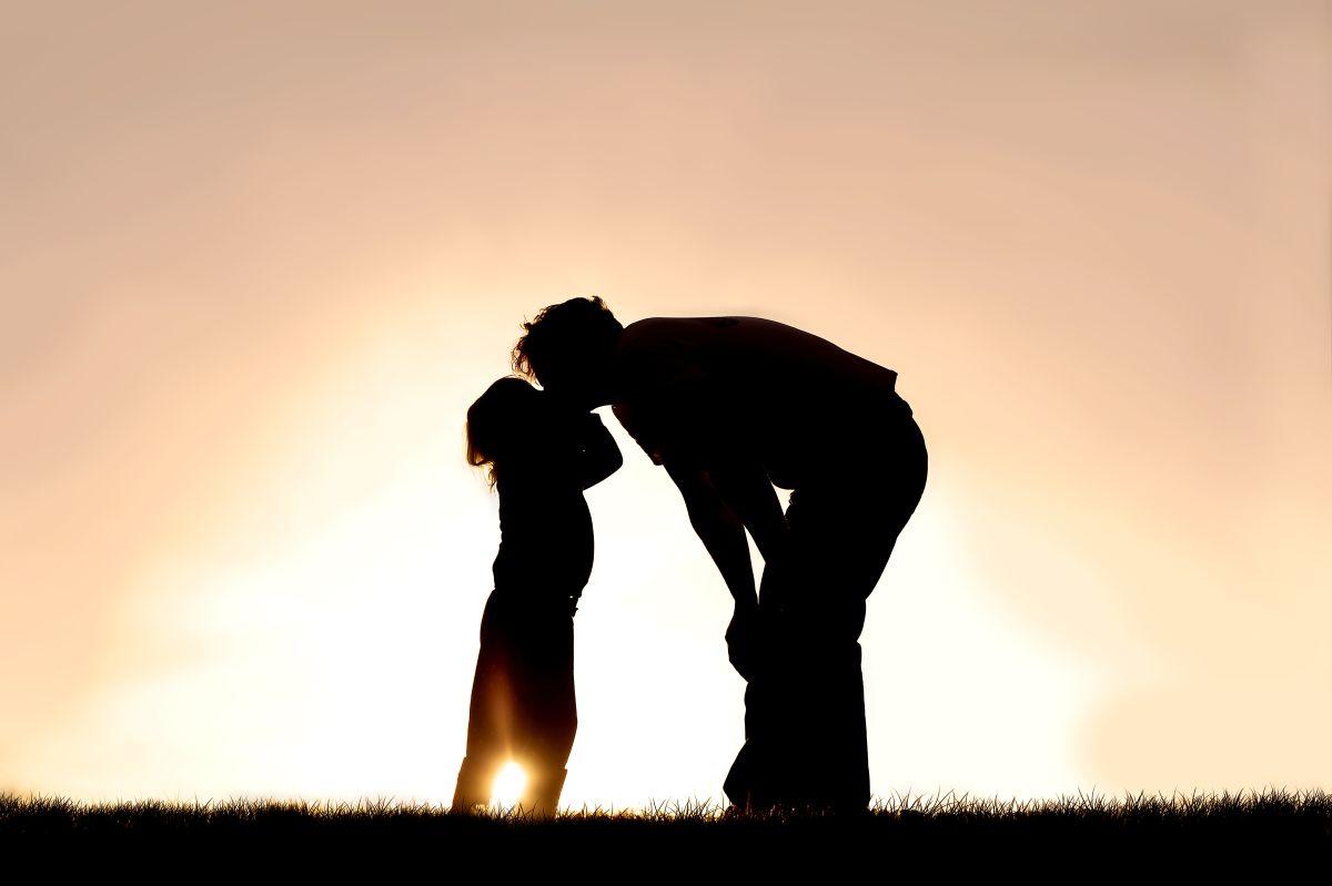 La increíble historia de un padre sin brazos ni piernas que sacó adelante a sus 2 hijas solo