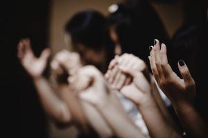 ICE y policías arrestan a pastor hispano de iglesia en North Carolina acusado de abuso sexual a menores