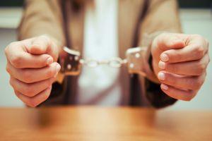 Esposo de maestra acusada de violar a estudiante de 15 dice que la esperará hasta que salga de la cárcel en Inglaterra