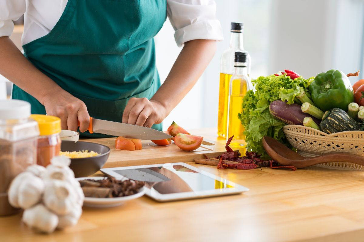 4 errores a la hora de manejar los alimentos que tienes que evitar cuanto antes