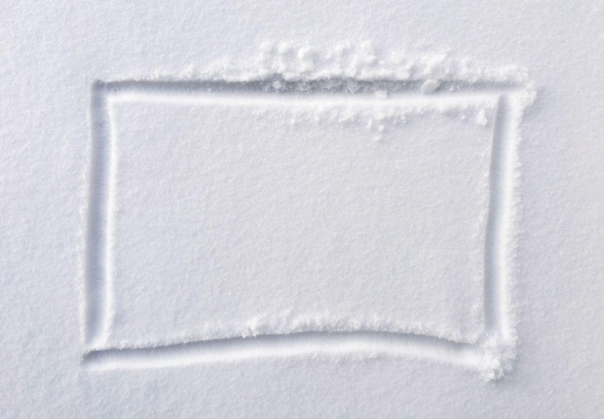 El peligroso mensaje que encontró en su bote de basura lleno de nieve