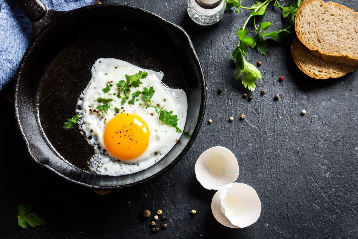 Elegir la forma de preparación de los huevos puede influir en la absorción de sus nutrientes.