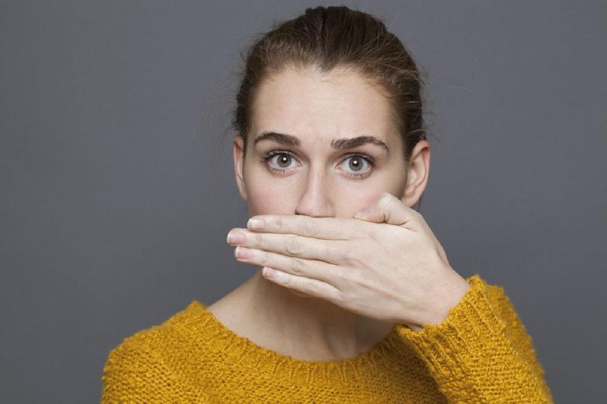 Generalmente el mal aliento es causado por bacterias que viven naturalmente en tu boca.