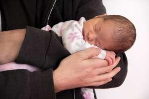 Senador introduce proyecto de ley sobre niños intersexuales
