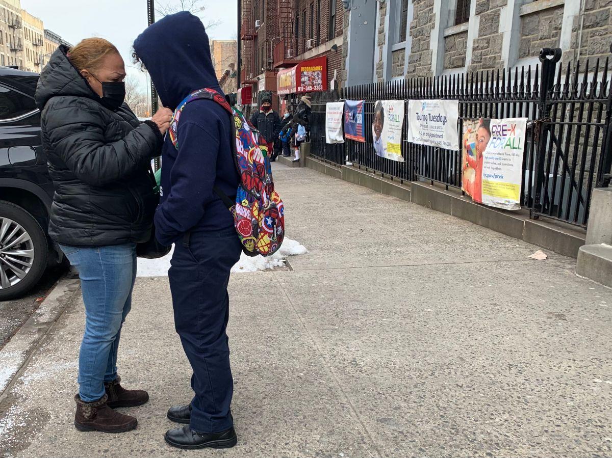 Padres latinos en la ciudad de Nueva York tienen dudas sobre vacunar a niños menores de 18 contra el COVID-19