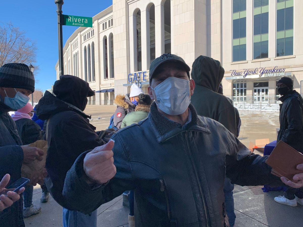 Habitantes de El Bronx buscan 'ponchar' al COVID-19 con 'mega centro' de vacunas en el Estadio de los Yankees