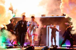 VIDEO: La espectacular entrada de 'Canelo' Álvarez al ring acompañado de J Balvin
