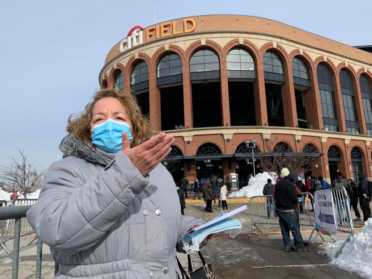 'Mega centro' de vacunación contra el COVID-19 en Citi Field abre con apenas 250 dosis frustrando a vecinos de Queens