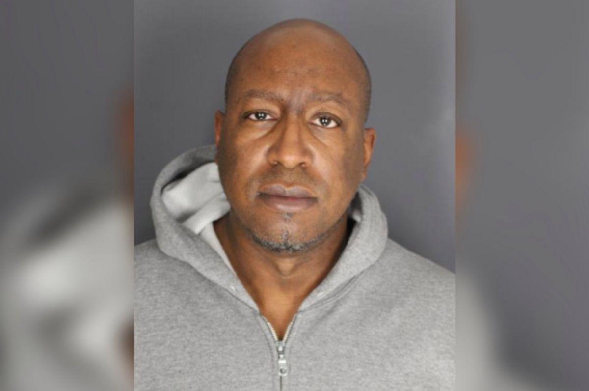 Casero ató y secuestró a inquilinos en un cementerio para cobrarles renta atrasada en Nueva York