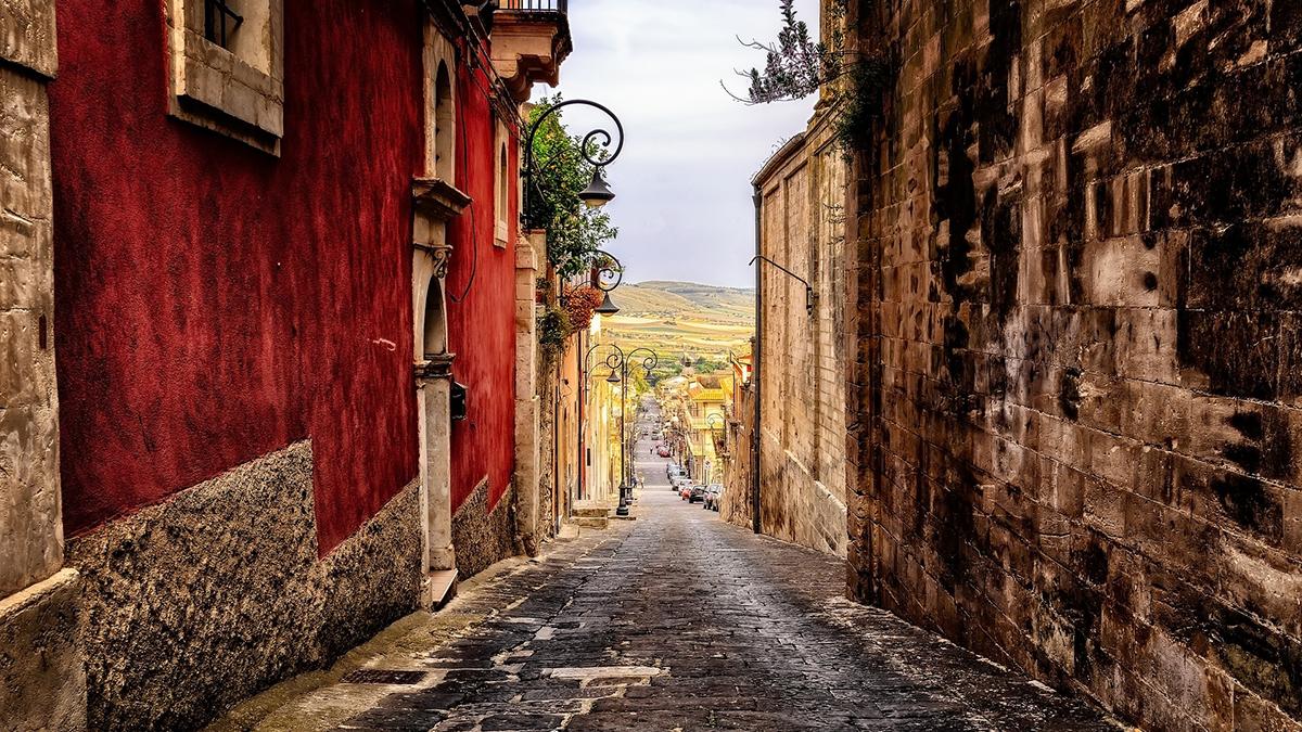 Pueblo italiano vende casas listas para ocuparse desde €1 euro