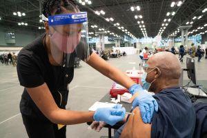 Nuevos centros de vacunación COVID en Brooklyn y Queens