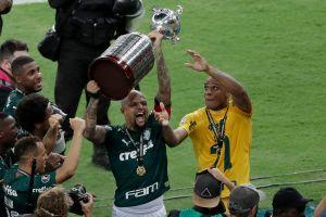 VIDEO: Felipe Melo de Palmeiras se va a la cama con su nueva conquista, la Copa Libertadores