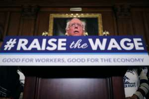 ¿Cómo el descarte del aumento al salario mínimo en paquete de Biden facilitará aprobación de cheques de estímulo de $1,400 en el Senado?