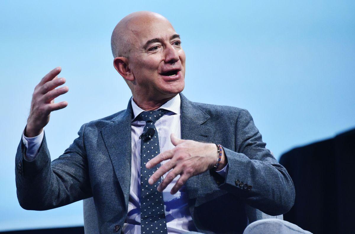 De acuerdo con Forbes la fortuna de Bezos supera los  $181,000 millones de dólares